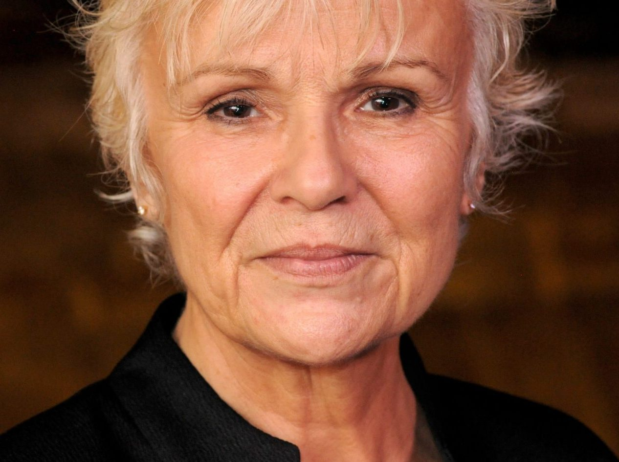 Dame Julie Walters urges government to keep its promise on dementia research funding