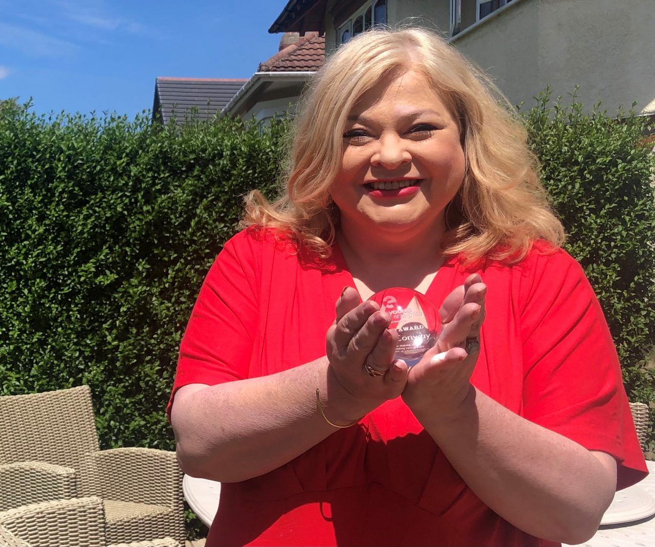 University lecturer receives award in recognition of charity work