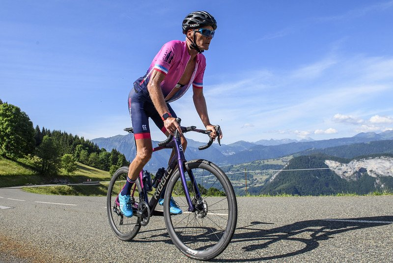 £1m fundraising target in sight for Geoff Thomas and The Tour 21 team